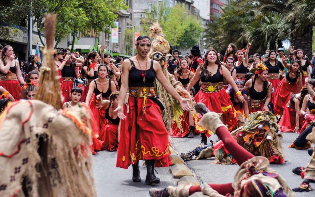 Bailando en carnavales en Santiago